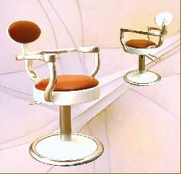 Bf gioia poltrone da barbiere for Arredamento barbiere prezzi